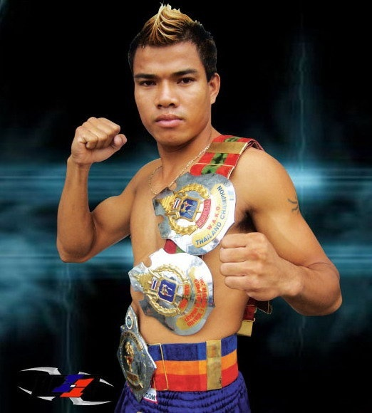 Kit Sitpholek ( Mongkonthong H.TALATONG) Start trained with Kru Dip from 9 years old until 2003 in Thailand.